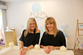 La a treballadora Marta Soto i la propietària Yolanda Seguí fan tot el possible per fer que els clients estiguin a gust