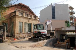 Dimarts 18 d'octubre una excavadora ja anava traient runa del soterrani // Jordi Julià