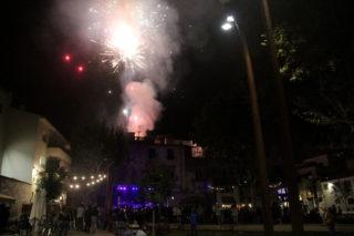 El nou format de fi de festa ha tornat a incloure un petit castell de focs // Jordi Julià