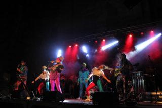 The Txandals és un potent grup amb 10 músics i dues ballarines // Jordi Julià