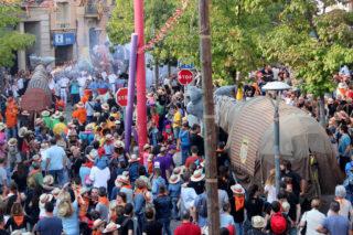 Quan el Camell gran va entrar a la plaça, es va notar la diferència amb el petit // Jordi Julià