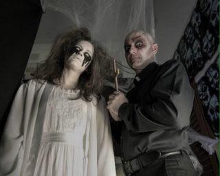 Dos personatges del túnel del terror de l'any passat de les Conserves // Arxiu - AV Les Conserves
