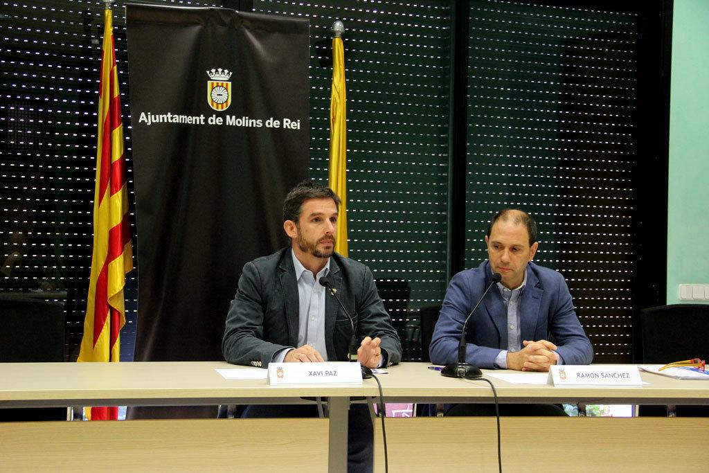El primer tinent d'alcalde, Xavi Paz (PSC) i el regidor de Finances, Ramon Sánchez (CDC) van presentar les ordenances fiscals en roda de premsa, amb l'absència de l'alcalde, Joan Ramon Casals (CDC) // Jordi Julià