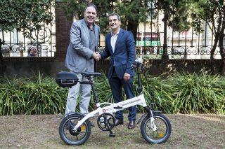 Junyent i Casals durant l'acte de lliurament de les bicicletes // Ajuntament de Molins de Rei