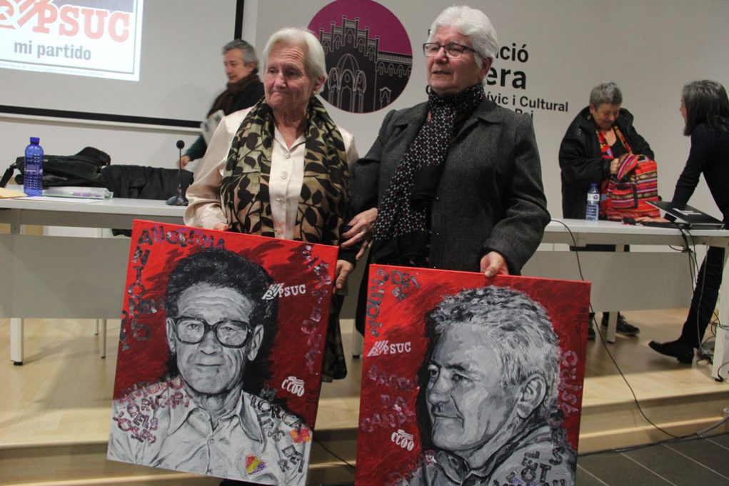 Les viudes d'Antonio Méndez i Custodio Castro, Angelina Llaveria i Manoli Barrera, van rebre dos quadres d'homenatge d'Alfred Bofill // Jordi Julià