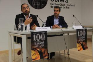 El diputat Fabian Mohedano va presentar la reforma horària juntament amb l'alcalde, Joan Ramon Casals, company seu al Parlament // Jordi Julià