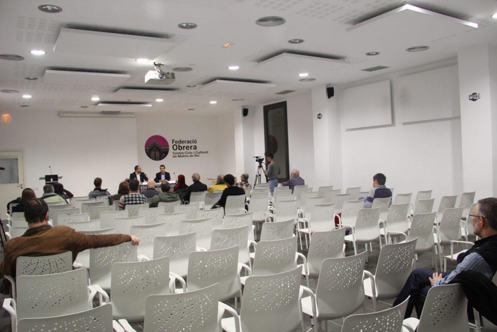 Només 17 persones van anar de públic, entre elles membres del comerç i ampes locals // Jordi Julià
