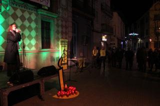 Lídia Pujol va posar la música a la celebració del Dia dels Drets Humans a Molins de Rei // Jordi Julià