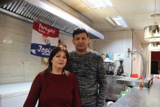 Alicia B. Medina i J. Carlos Núñez fa tres mesos que porten el Bar Troy, que ara és La Paraguaya // Jordi Julià