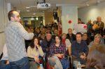 La xerrada va omplir el Punt de Comerç tot i les protestes de PAH i CGT - Marc Pidelaserra
