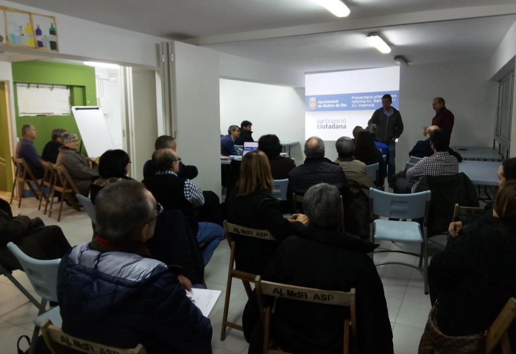 Tot i no estar prevista inicialment, es va fer una reunió a l'Espai Jove de l'avinguda València // Jordi Julià