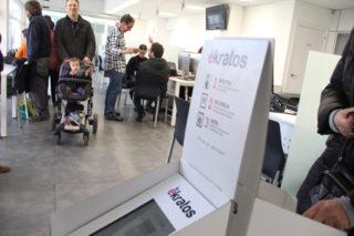 Les votacions es fan amb un sistema en proves amb tablets // Jordi Julià