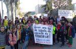 Una quarantena de nens acompanyats d'una quinzena de pares han boicotejat les proves // AMPA La Sínia