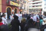 Unes 130 persones s'han concentrat, entre elles moltes de musulmanes dividides entre homes i dones // Jordi Julià