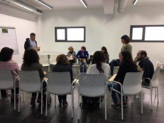 Els 80 assistents a la sessió participativa del pla es van dividir en grups de treball // Ainoa García