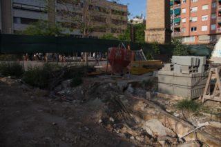 Els accessos al soterrani des de l'antiga foneria estan coberts de runa // Jordi Julià