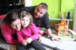 La Martina amb els seus pares, Virginia Casco i Rubén Pichel // Jordi Julià