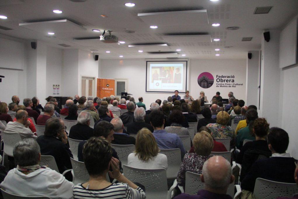 120 persones van omplir la Federació Obrera // Jordi Julià