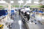 L'espai central de la fàbrica és la línia de muntatge // Jordi Julià