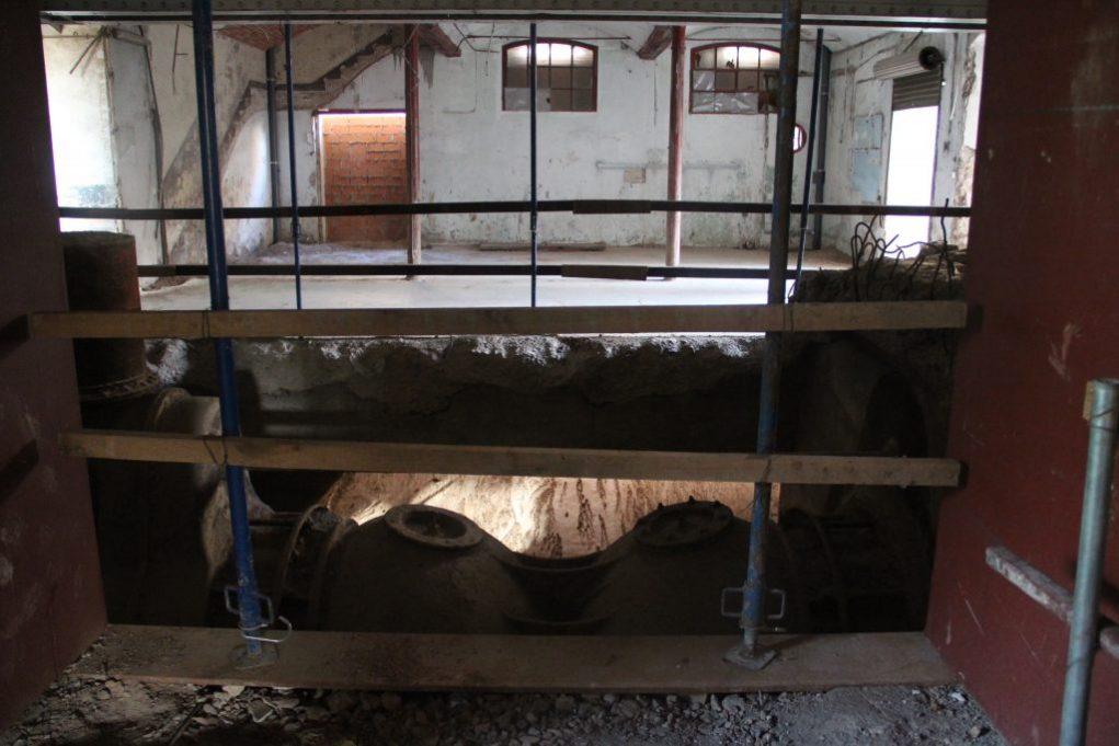 Un terra de vidre deixarà veure la turbina per accedir a la recepció // Jordi Julià