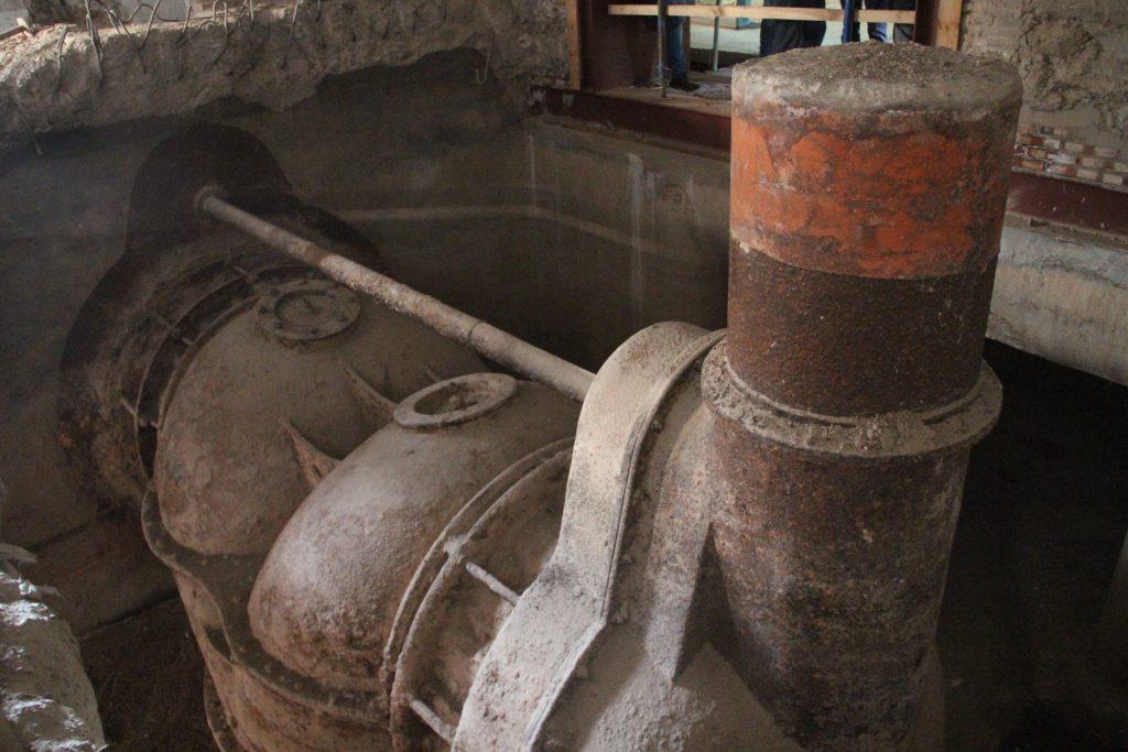 S'ha trobat una turbina poc freqüent al soterrani molt més gran del que s'esperava // Jordi Julià