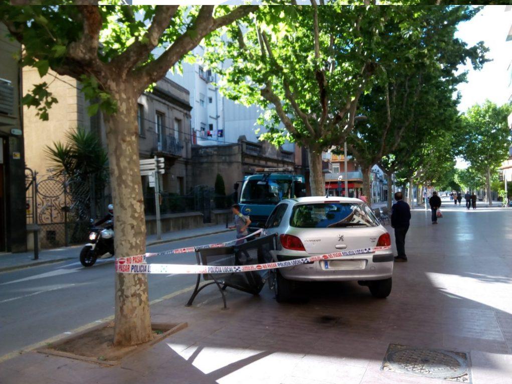 El cotxe estava marxa enrere // Jordi Julià