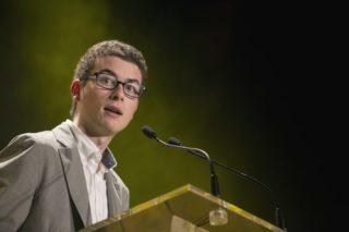 David Lloberas va entregar el premi en nom del jurat // Ajuntament de Molins de Rei