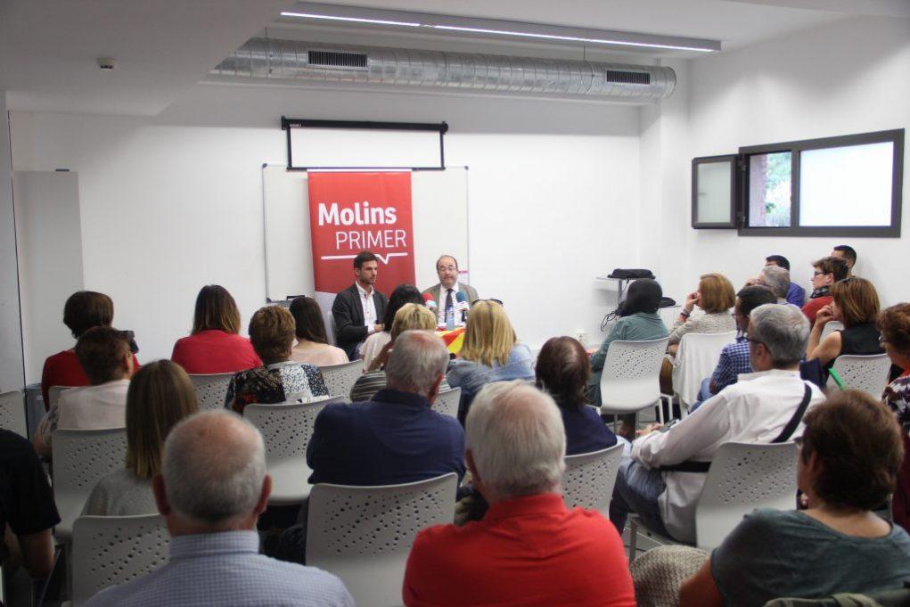 Una seixantena de persones van omplir l'aula de formació de la Federació Obrera // Jordi Julià