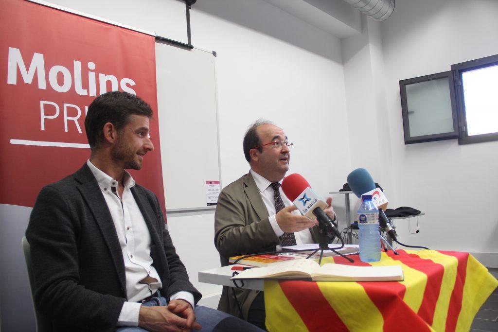 Xavi Paz, del PSC Molins de Rei, va acompanyar al líder socialista Miquel Iceta // Jordi Julià