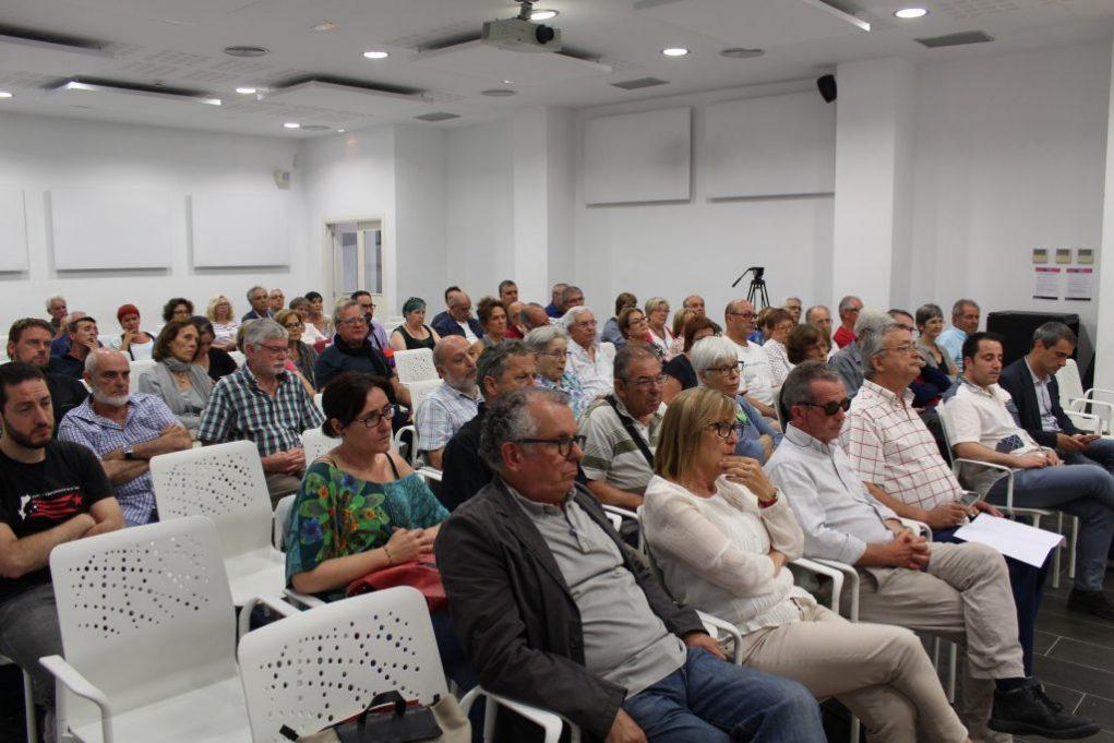 Una vuitantena de persones, entre elles membres de les entitats i partits que la integren, van assistir a la presentació // Jordi Julià