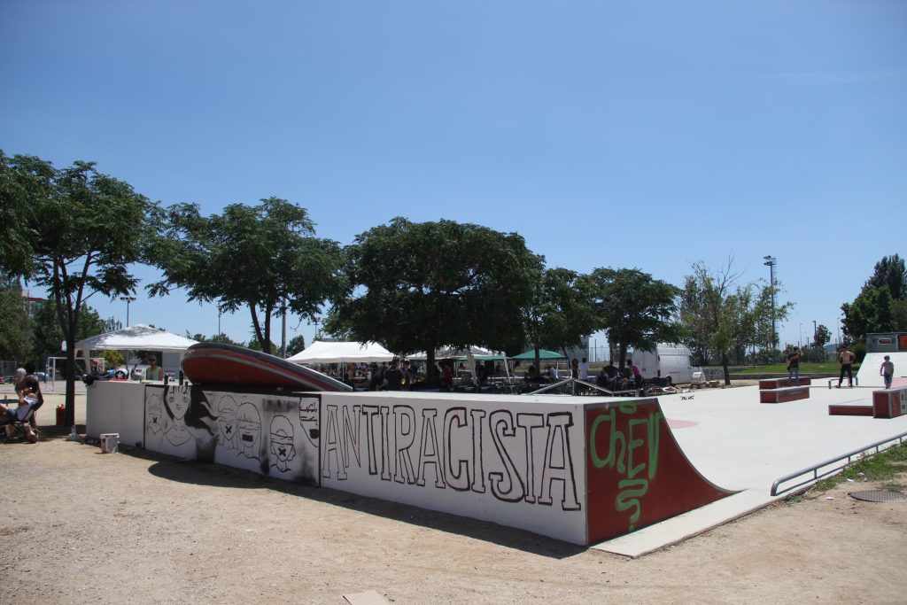 Les jornades van pintar un mural a la zona de skate del Parc del Llobregat // Jordi Julià