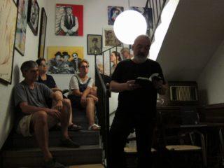 Joan Vigó ha encetat la 2a setmana de poesia a les cases de Molins de Rei // Jordi Julià