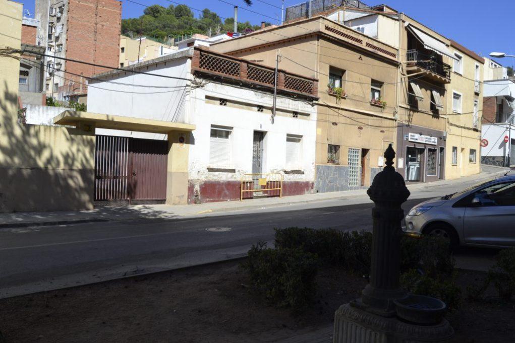La casa amb la font pública que utilitzaven els ocupes // David Bueno