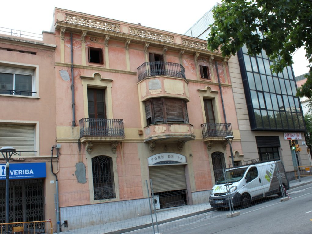 L'edifici de Can Cardona just abans de ser enderrocat // Jose Polo
