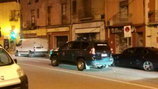 Vehicles de la Guàrdia Civil a l'avinguda de Barcelona de Molins de Rei la nit de dijous // CUP Molins de Rei