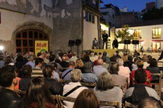 Cardona i Bel van aplegar 150 persones en una xerrada a la plaça del Palau // Jordi Julià