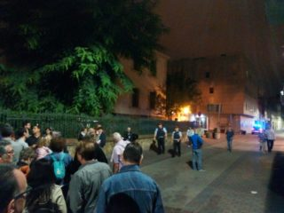 Els Mossos arriben a l'escola El Palau a les set del matí de l'1 d'octubre // Jordi Julià