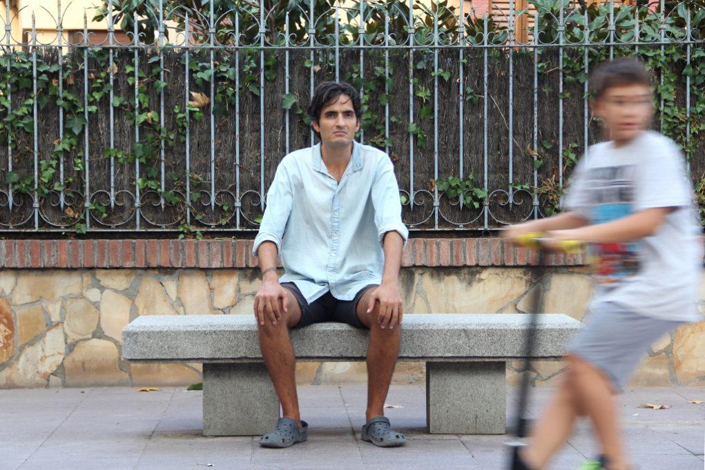 Arnau Armengol confessa que li agrada seure a mirar la gent // Jordi Julià