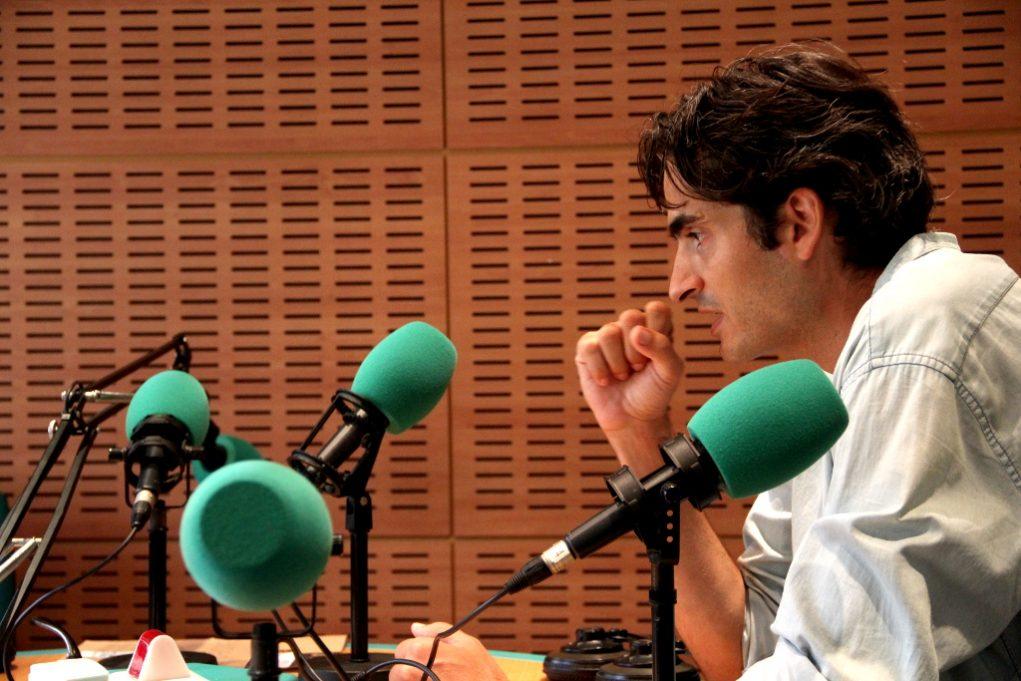 Arnau Armengol als estudis de Ràdio Molins de Rei // Jordi Julià