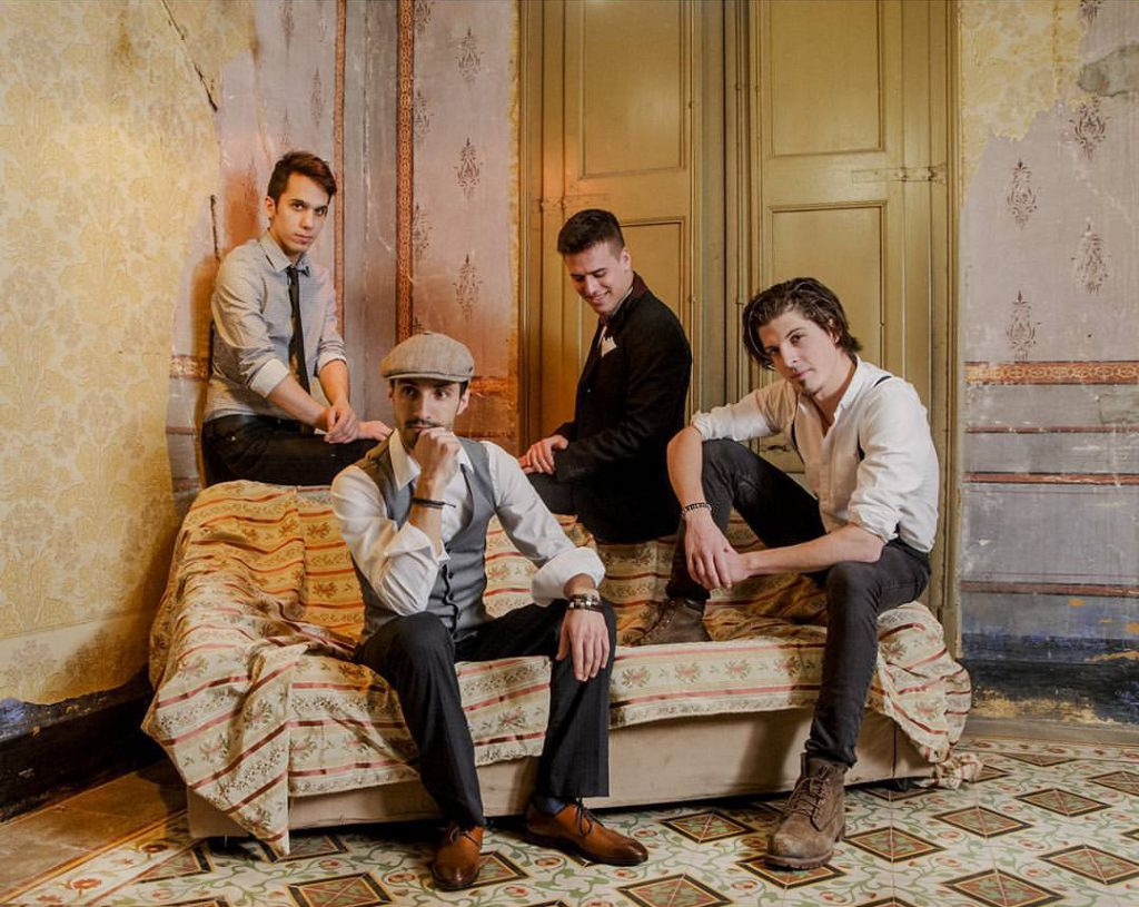 Els membres d'Eivibonny són Josep Bofill (baix), Joan Prat (teclat), Ferran Rossell (veu) i Xavi Esteve (baix) // Eivibonny