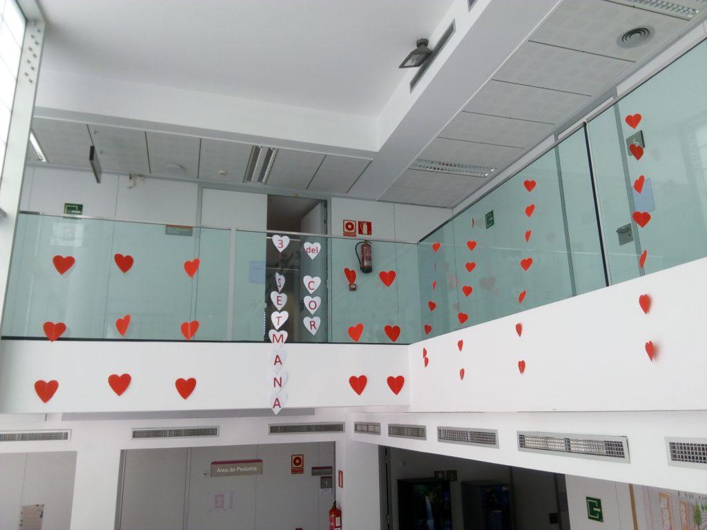 Decoracions a l'ambulatori de Molins de Rei promocionen la 3a Setmana del Cor // Jordi Julià