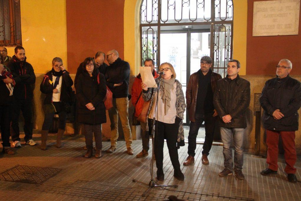 Regidors de CDC, CUP i ERC han presidit l'acte // Jordi Julià
