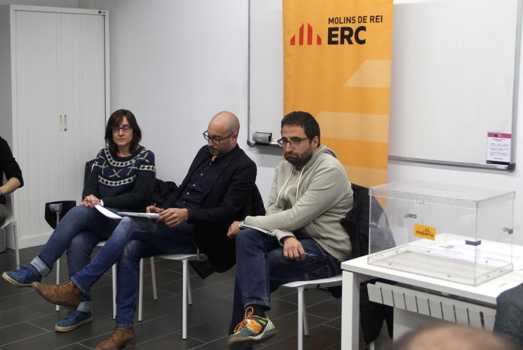 Els regidors Sílvia Guillén, Marc Rebulà i Eduard Suárez han explicat les accions que han acordat // Jordi Julià