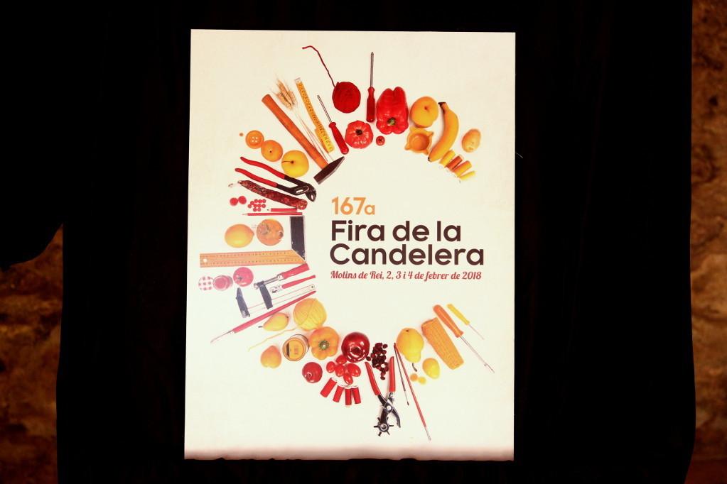 Els objectes dibuixen una lletra 'C' i els colors de la bandera de Catalunya // Jordi Julià