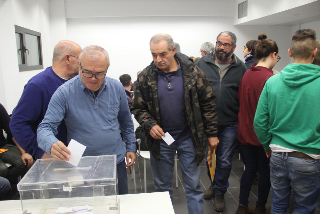 L'entrada al govern s'ha votat en secret, mentre que els acords consensuats amb CDC i CUP s'han votat a mà alçada // Jordi Julià