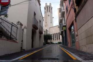 L'església de Molins de Rei, al fons del carrer Ignasi Iglesias // Jose Polo