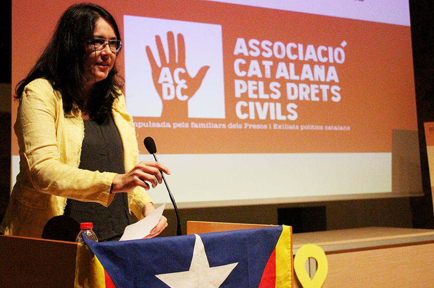Diana Riba, dona de Raül Romeva, recull el premi Caterina Casas // DGM