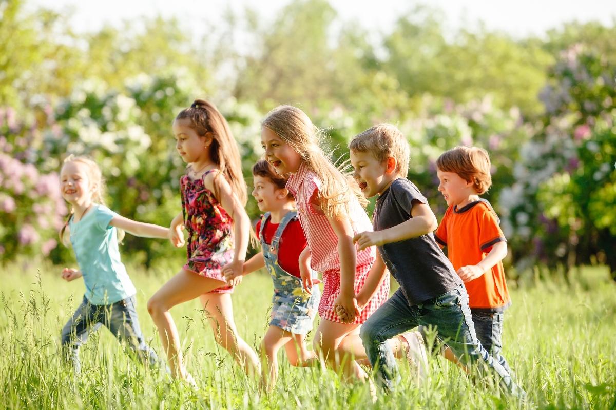 Aquesta imatge té l'atribut alt buit; el seu nom és nens-2-dipu.jpg