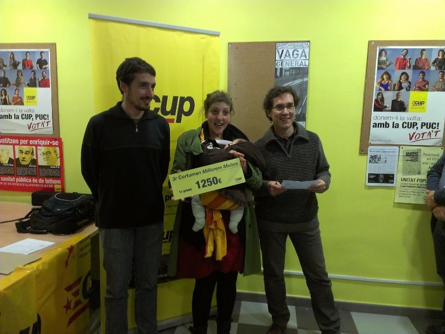 Alex Maymó, regidor de la CUP; Sònia Serrano, membre de Vincles; i Pep Salas, membre del jurat del certamen // Jordi Julià