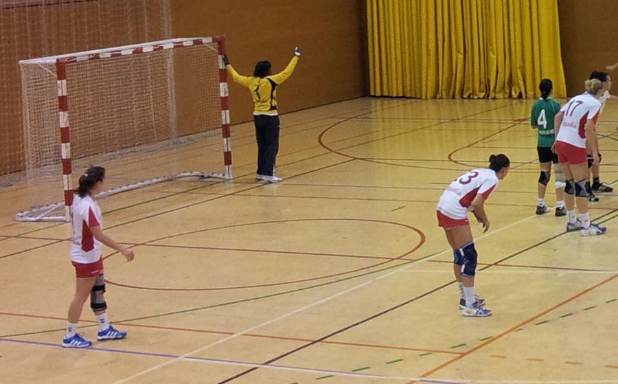 Sandra va lluitar contra la corpulenta defensa del Lleida // Jose Polo